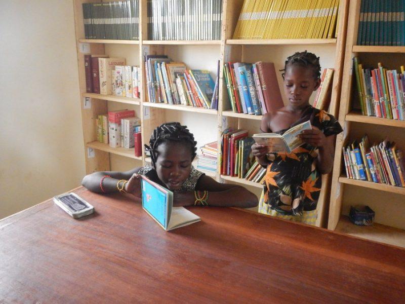 Bibliothèque de l'école de Mangagou