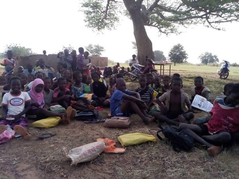 sous un arbre Burkina Entraide